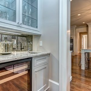 2346OverhillRd-20Wet Bar